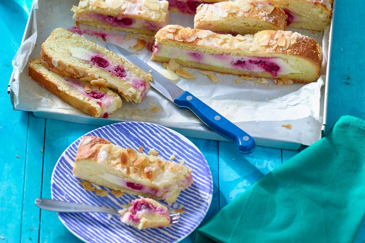 Butterkuchen mit herrlichem Ricotta und Kirsche
