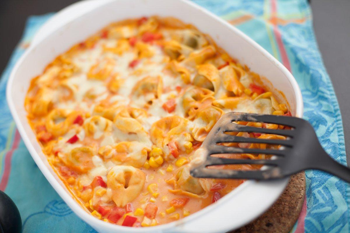 Tortelliniauflauf: Vegetarisches Rezept mit Paprika und Mais