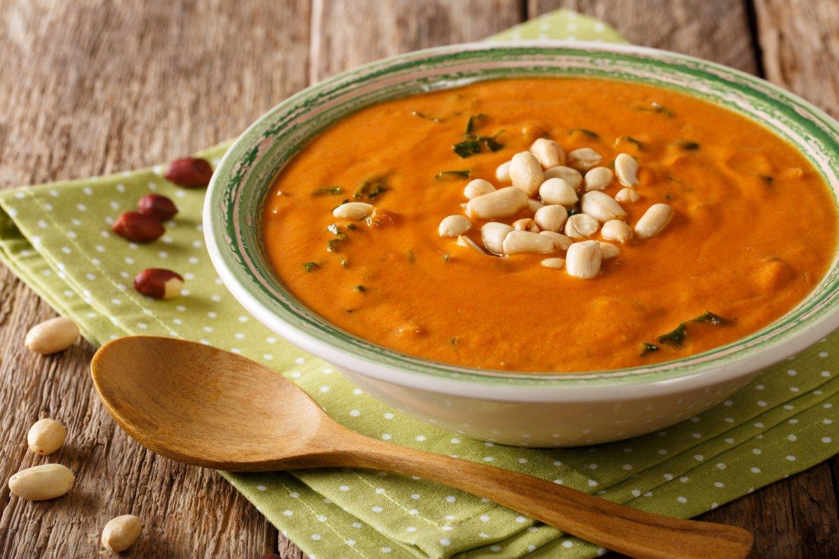 Erdnusssuppe: Afrikanisches Rezept mit Süßkartoffeln