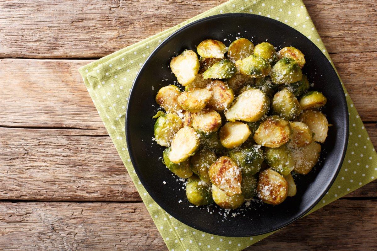 Rosenkohl mit Parmesan: Einfaches Rezept für den Ofen