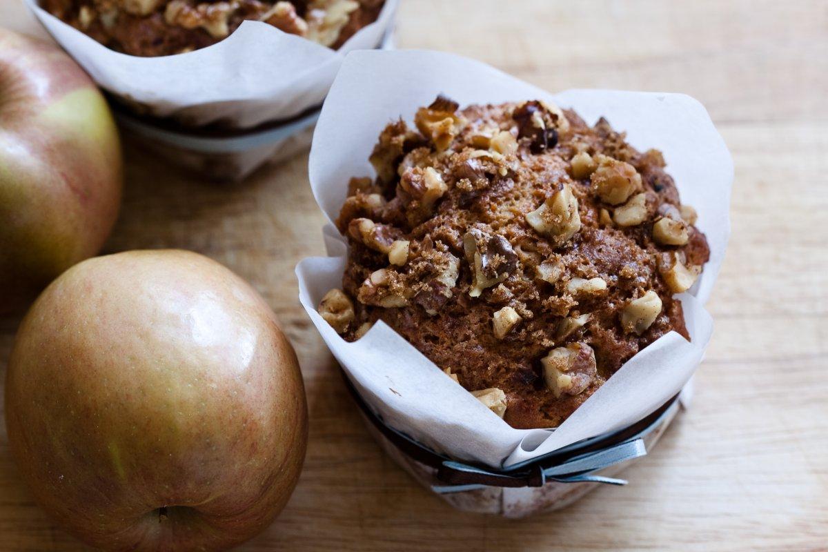 Apfel-Walnuss-Muffins: Rezept mit Buttermilch & Schokolade