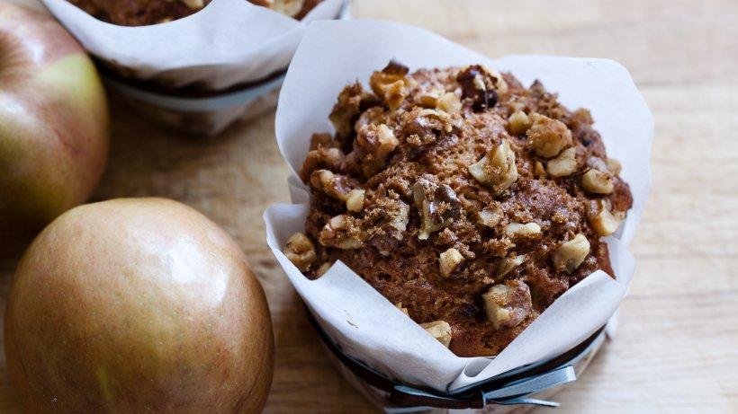 Apfel-Walnuss-Muffins mit Buttermilch & Schokolade