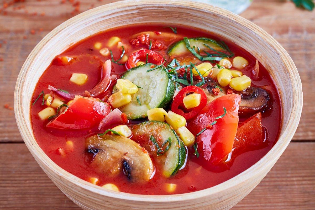 Spanische Gemüsesuppe mit Chili