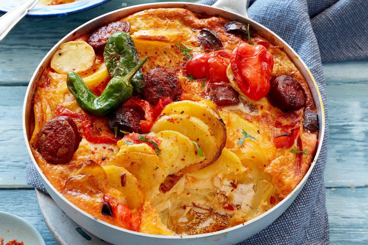 Kartoffel-Omelett mit Chorizo: In die Pfanne gehauen