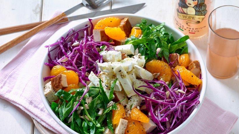 Spinat-Salat mit Ziegenkäse und Mandarinen – super frisch!