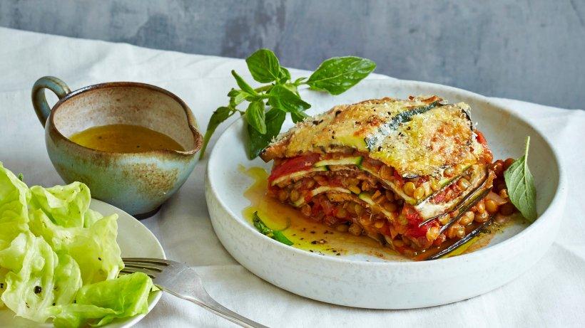 Lecker vegetarisch: Gemüse-Lasagne mit Linsen-Bolognese