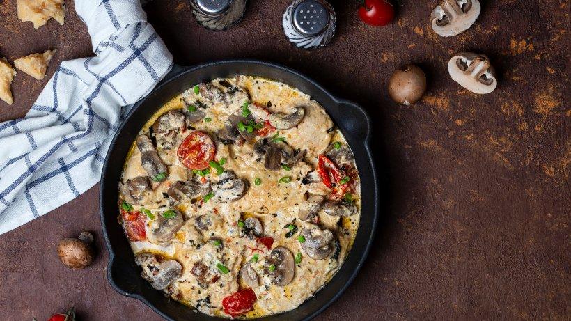 Italienische Hähnchen-Pilz-Pfanne in Parmesancreme