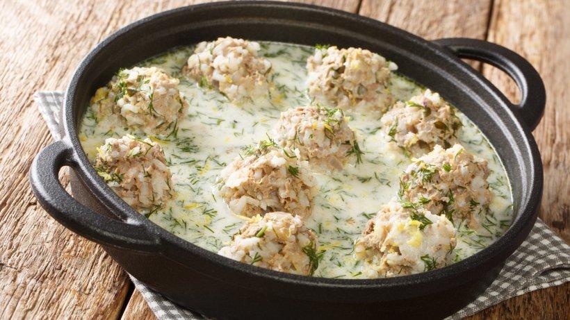 Köstliche Reis-Hackbällchen in cremiger Dill-Sahne