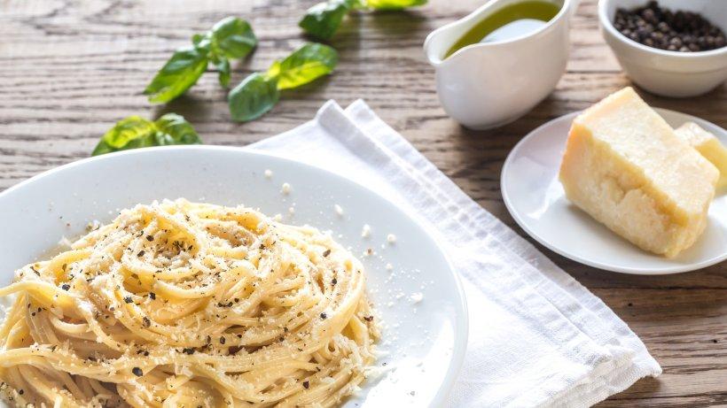 Zum Dahinschmelzen: Pasta Cacio e Pepe