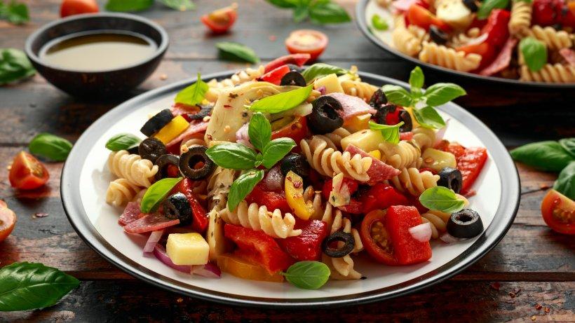 Antipasti-Nudelsalat-mit-Artischocke-Schmeckt-nach-Italien-